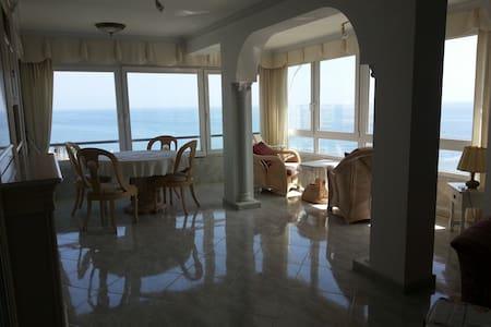 Luxury apartment,waterfront, pool - Algarrobo - Leilighet