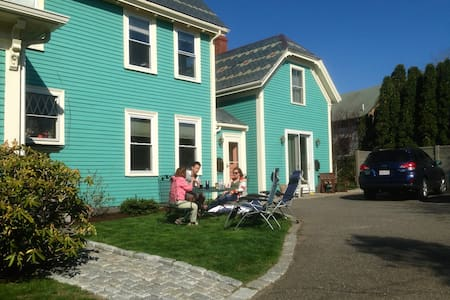 Carriage House on Historic Property - Rockport - Appartement en résidence