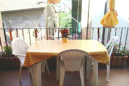 Cute studio flat with nice terrace  - Corniglia - Apartemen