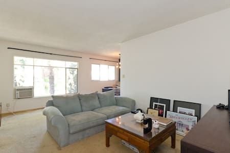 Prime West Hollywood Location! - 아파트