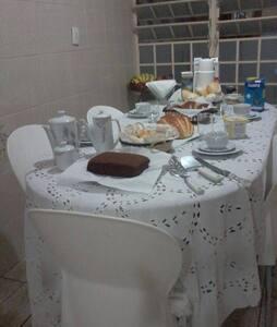 CAMA EM QUARTO COMPARTILHADO (2) - Casa