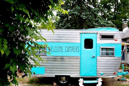 Lucy our 1960's Vintage Camper - Τροχόσπιτο