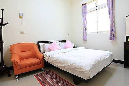 金門成功民宿雅房C型:內附一雙人大床,兩間房間共用一間房間外衛浴 - Bed & Breakfast