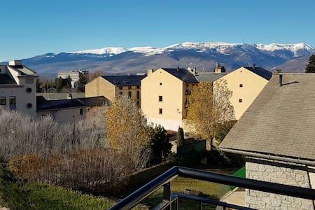 PRECIOSO ÁTICO CON ENCANTO Y VISTAS, CENTRO OSSEJA - Osséja