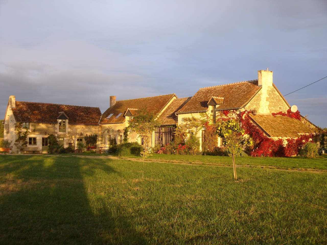 La Baumoderie is a charming cottage situated on a hill in the Vienne valley