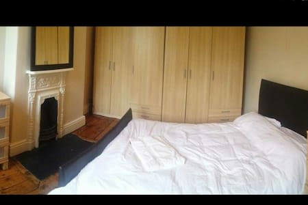 Double room in a great area! - Eccles