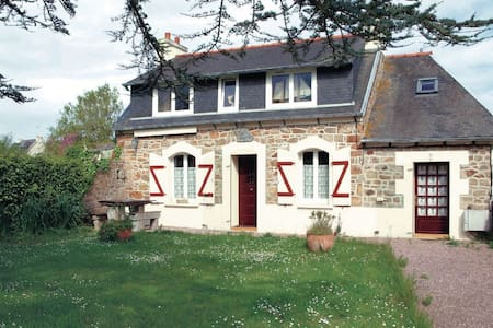 3 Bedrooms Home in Pleubian #3 - House