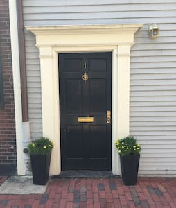 Second Oldest Home in Beacon Hill - Boston - House
