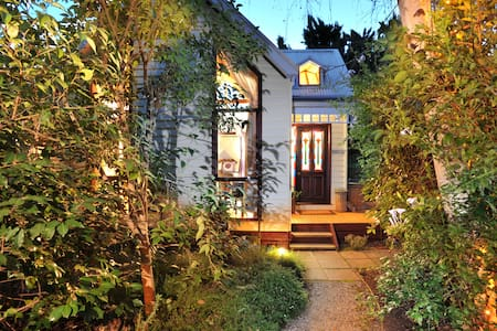 Gembrook Cottages - Bluebells - Bed & Breakfast