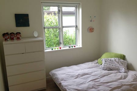 Room in house close to airport/City