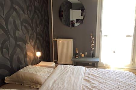 Jolie chambre avec lit king size! - Apartment