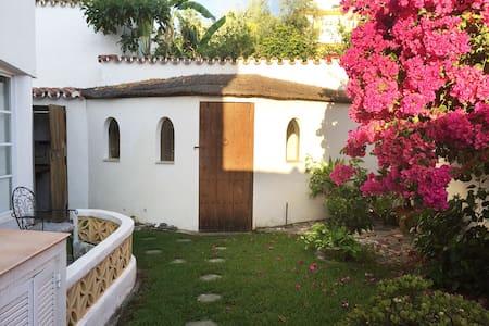 Puerto Banús Garden Hut, with pool