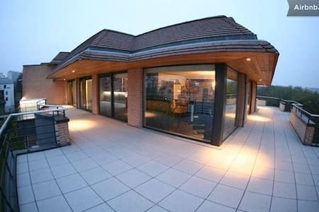 Bedroom in Quality Modern Penthouse - Woluwe-Saint-Lambert - Bed & Breakfast