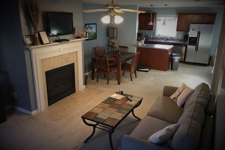 Charming Condo Near Downtown Bloomington - Bloomington