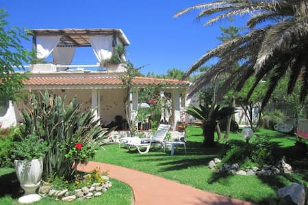 MEDITERRANEAN VILLA ON THE BEACH - Villaggio del Golfo