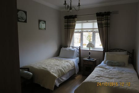 ARAH B&B: Modern Detached Bungalow. - Sallins - Wikt i opierunek