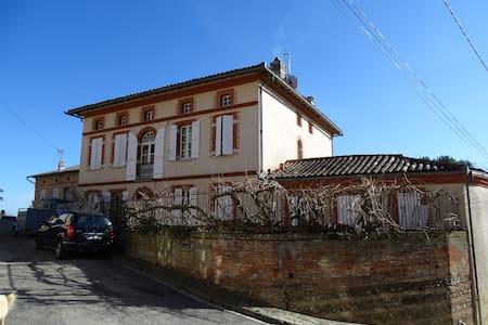 Maison de charme au coeur d'un village - Caujac