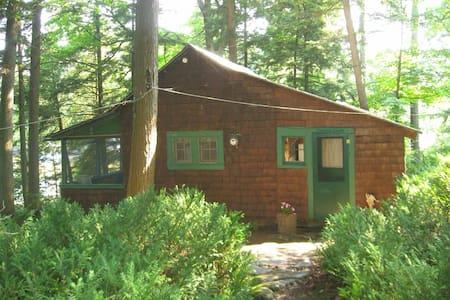 Adirondack Island cottage + cabin - Cabaña