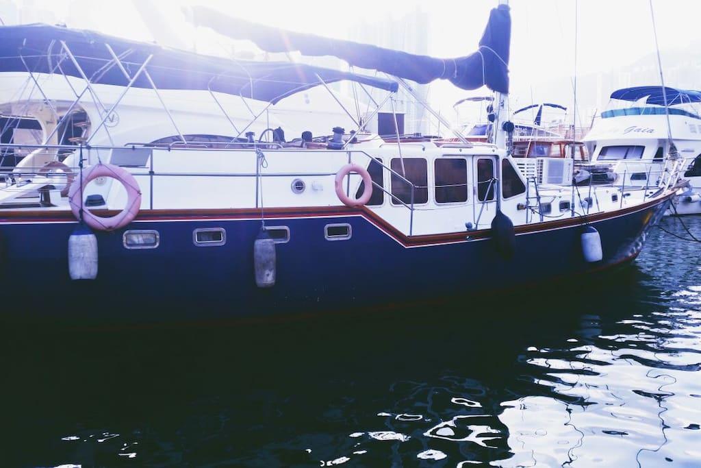 """Ratu J Mutiara"" - stay on a boat!!"