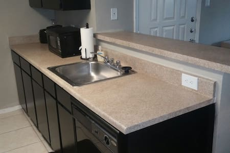 Your Home Away From Home - Fort Worth - Apartment