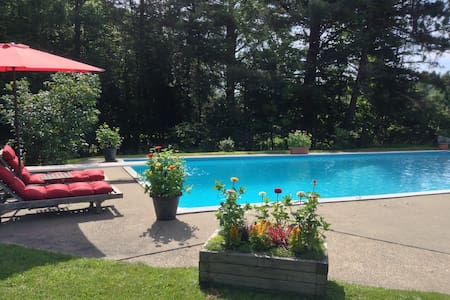 Knowlton Gem W/ Private Pool - House