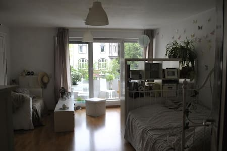 Bright Cozy Studio near City Center