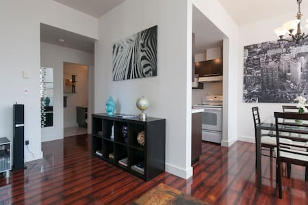 This lovely apartment located right in the hearth of Downtown Vancouver. Great location makes it easier to fully explore this beautiful city during your stay. It is walking distance to everywhere and everything you need in downtown.