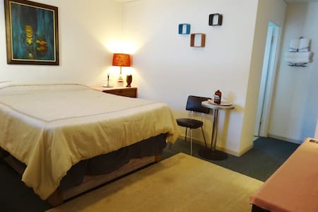 1960's Tiki Charm - Clean & Cozy! - North Bend - Appartement