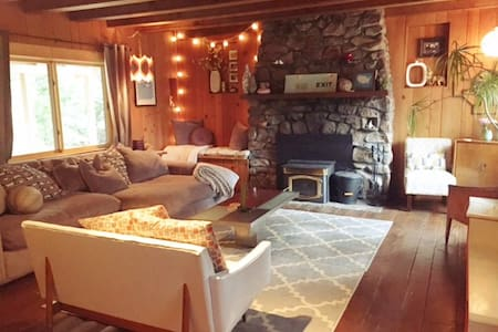 Charming North Shore Cabin a block from the Lake! - Carnelian Bay - Cabin
