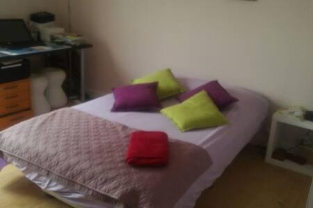 Jolie chambre au calme :)