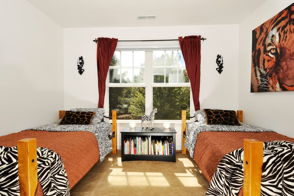 Safari Guest Room with 2 twin beds.