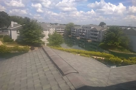 Private room and bath in second floor. - Newark - Leilighet