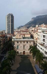 Plein centre. 5' à pieds de Monaco.