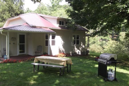 Comfortable Fully Renovated Mountain Cottage - Jefferson - Haus