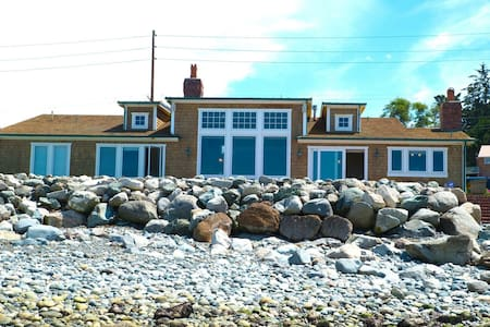 The ultimate Whidbey Beach House. - Oak Harbor