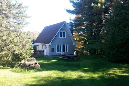 WATERFRONT - Beautiful cottage - Wentworth-Nord - Chalet