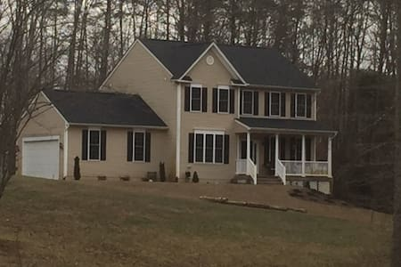 Manassas VA 4 Bed furnished home - House