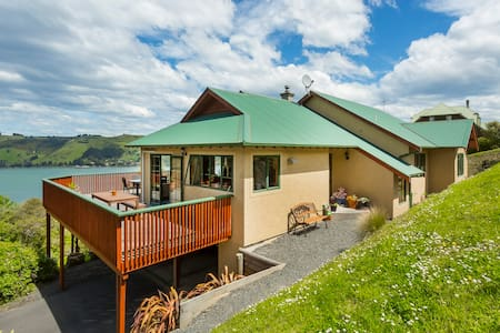 Native Bush and Harbour Views - Dunedin - House