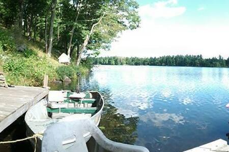 Quiet Waterfront Cottage - Cabin