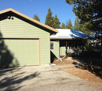 Charming Getaway in the Pines - La Pine