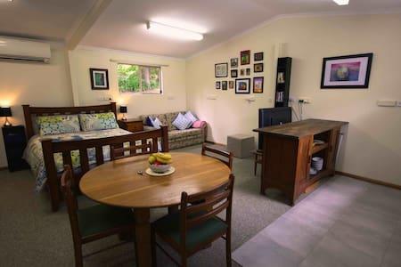 Aldgate Valley Sanctuary - Blockhütte