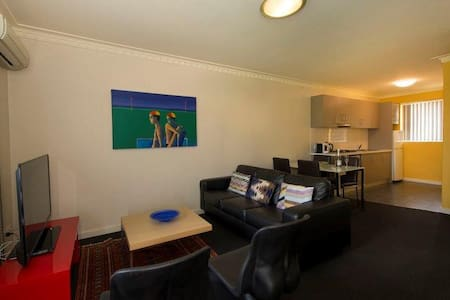CEN6P, TOP VALUE IN HEART OF PERTH - Apartment