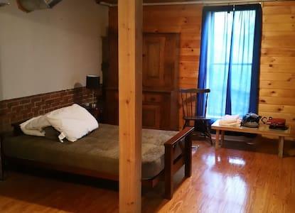 Private Room Near Downtown - Corning - Altro