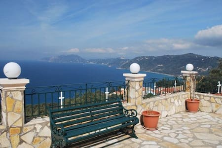 Luxury, sea view apartment for 4-6p