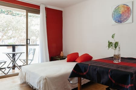 Room with balcony close the beach - Gavà - Wohnung