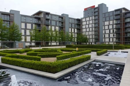 This modern City Centre apartment is located in the much sought after Vizion development in the heart of Central Milton Keynes, a short walk to the train station and shopping district.  ONE bedroom FULLY FURNISHED SERVICED to a very high standard.