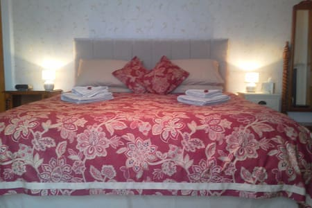 Double room with private bathroom - Cupar - Bed & Breakfast