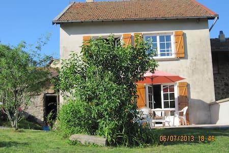 La maison de Marie dans le Haut Beaujolais - House