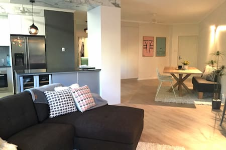 Stylish 2 bed NEW RENOVATIONS + BBQ - Appartement