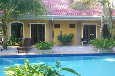 Villa Palms II - Bed & Breakfast